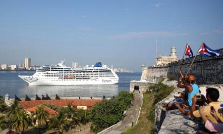 Historike për Kubën, zbarkon anija e parë me turistë amerikanë në Havana
