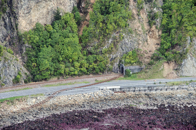 epa05630712 A handout picture released by the New Zealand Defence Force (NZDF) on 14 November 2016 shows an aerial view taken during aerial surveys by Royal New Zealand Air Force (RNZAF) aircraft showing damage to infrastructure following the 7.5 magnitude Hanmer Earthquake near the Kaikoura Coast, New Zealand. The New Zealand Defence Force mobilized personnel and aircraft to support the Government's response to a massive earthquake that slammed New Zealand's South Island. EPA/SGT SAM SHEPHERD/NEW ZEALAND DEFENCE FORCE -- AUSTRALIA AND NEW ZEALAND OUT -- HANDOUT EDITORIAL USE ONLY/NO SALES