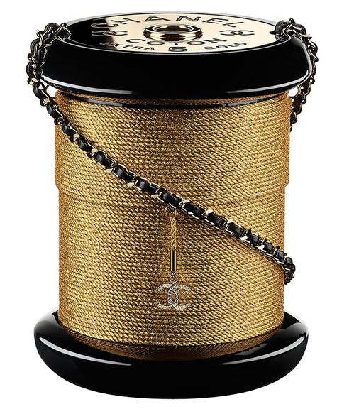 Chanel  Pochette en résine et métal doré