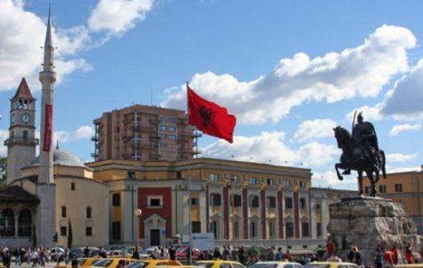 Rusët sulmojnë institucionet e Shqipërisë  pak pas mbylljes së zgjedhjeve