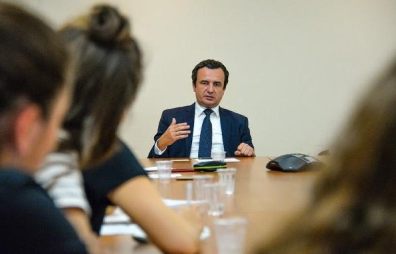 Kurti takohet me studentë të Universitetit veror